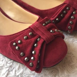 Vince Camuto Studded Bow Burgundy Suede Shoes 6